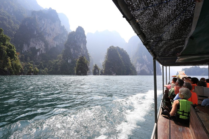 Boat Cruise on Cheow Larn Lake in Khao Sok National Park Thailand, picture by Elephant Hills Rainforest Camp Thailand