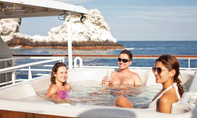 hot-tubbing-at-Roca-Partida