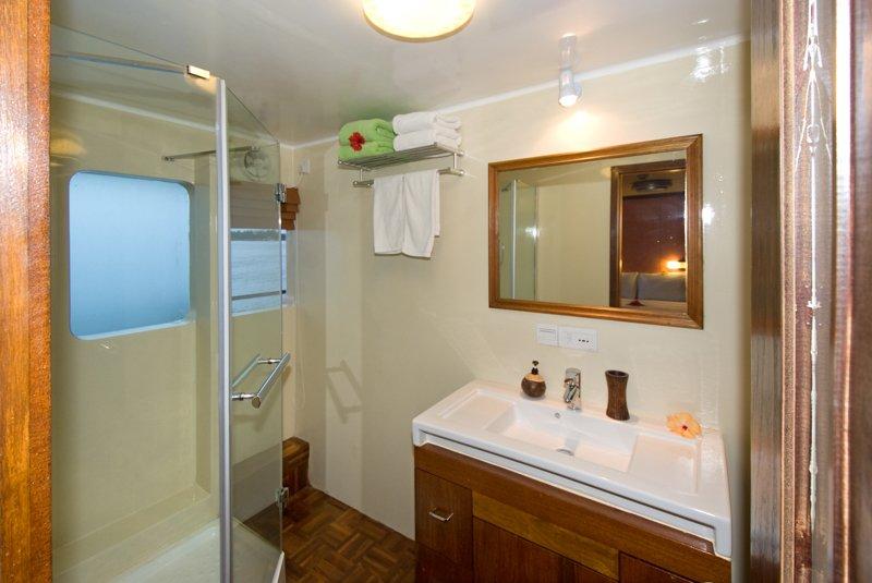 Superior 01 Bathroom
