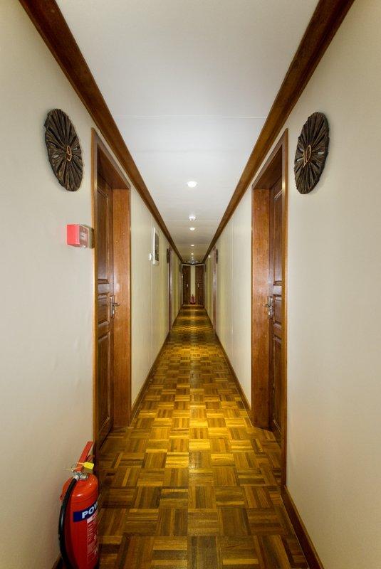 hallwaylowerdeck
