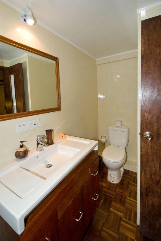 superiorcabin3bathroom