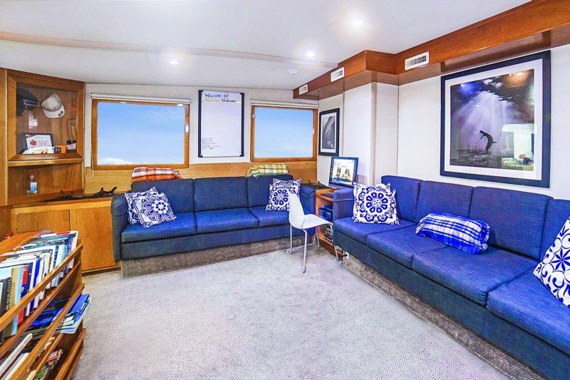 undersea_main_salon