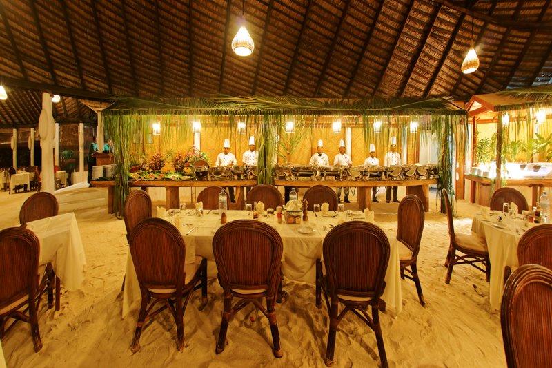 Angaga Island Resort _ Restaurant2