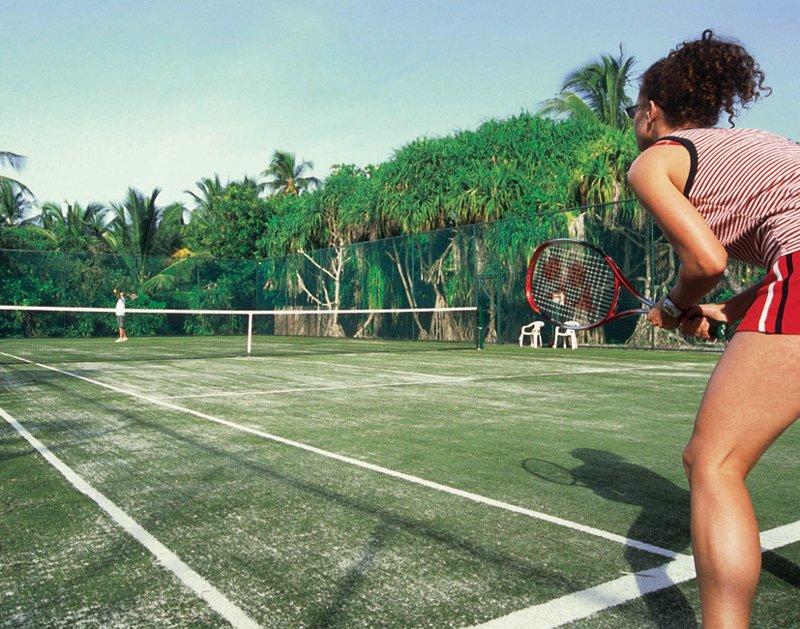 Angaga Island Resort _ Tennis