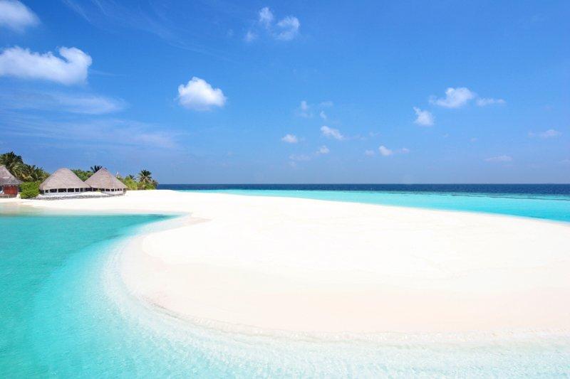 Angaga Island Resort _ beach02