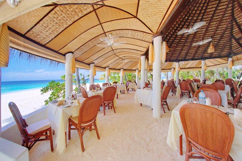 Angaga Island Resort _ restaurant