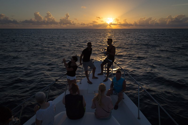 Eriyadu sunset cruise