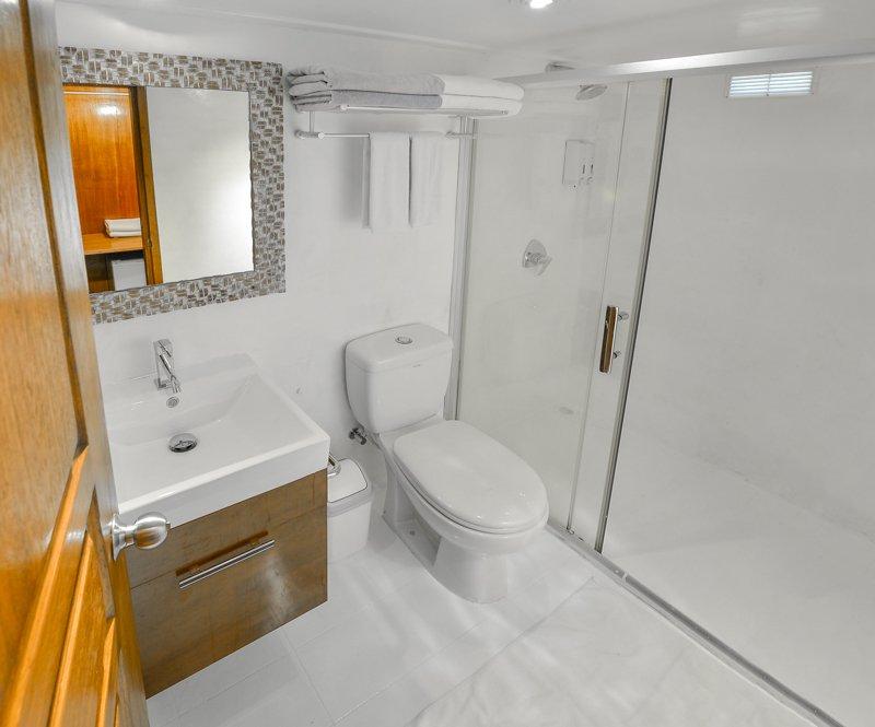Sun_double_suite cabin bathroom