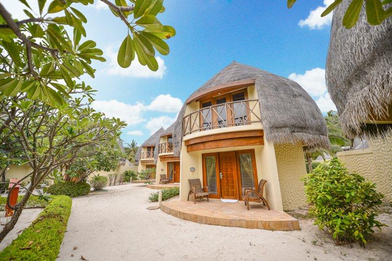 jacuzzi beach villa (6)