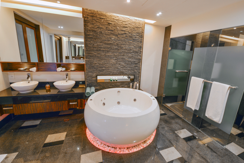 jacuzzi pool villa (1)