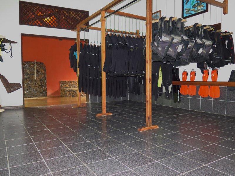 Dive Center Inside (8)