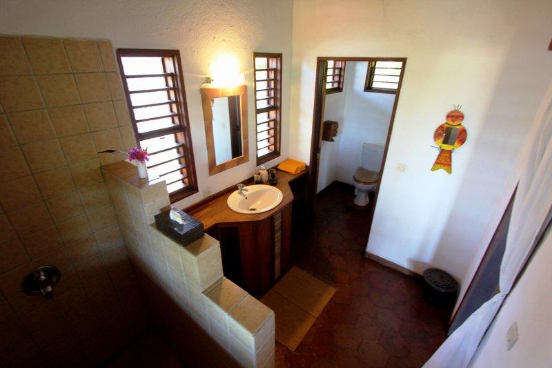 Ravinala_Bathroom (1)