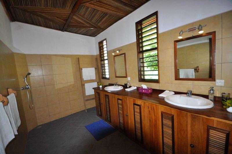 VTS_Bathroom_Master (2)